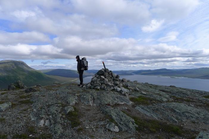 Na wzgórzu położonym na północ od Kilpisjärvi