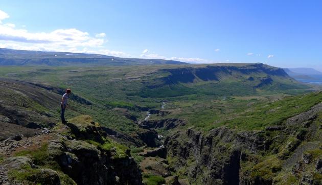 W drodze do wodospadu Glymur (stoję po stronie południowej kanionu)