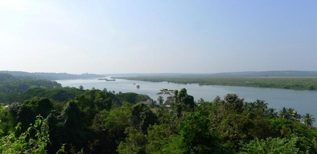 Rzeka Mandovi, widok ze Świętego Wzgórza