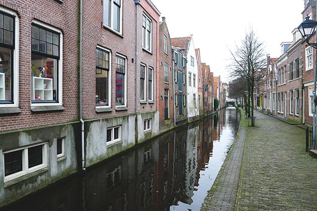 Jak na holenderskie miasta przystało, Alkmaar poprzecinany jest kanałami