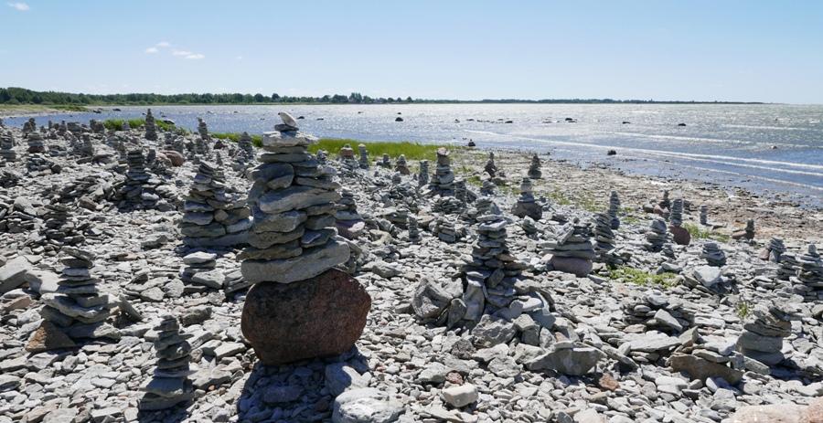 Kopczyki kamieni w Ohessaare