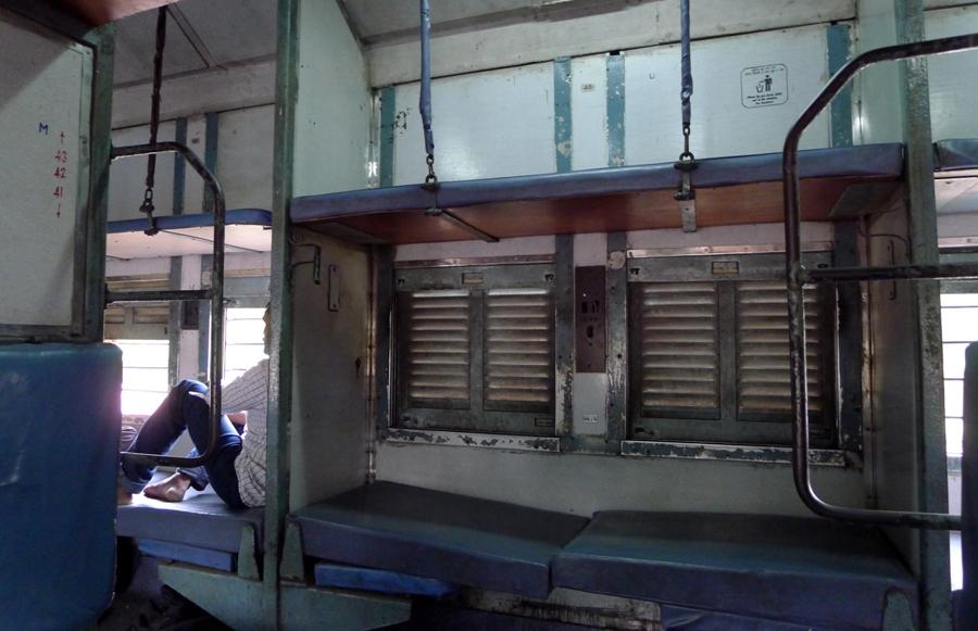 Dziwne podróże - pociąg w Indiach